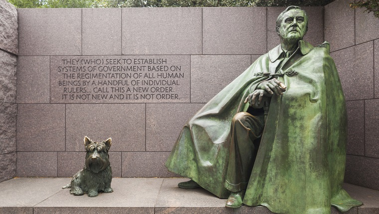 USA, Washington DC, statue of former President Franklin Delano Roosevelt, FDR, and his dog, Fala.